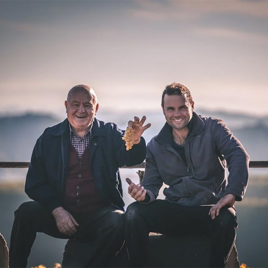 2 générations de vignerons du Piémont Perrone
